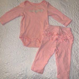 Baby Gap girls 2 piece top/ruffle pants size 6/12m